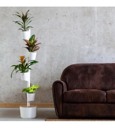 Vertikaler Blumentopf mit Pflanzen in leuchtendem Gelb