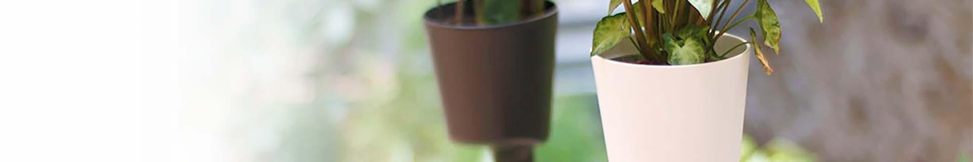 Selbstbewässernder vertikaler Blumentopf mit Pflanzen | CitySens
